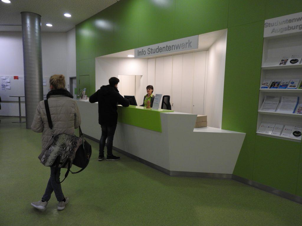 Infopoint an der Universität Augsburg