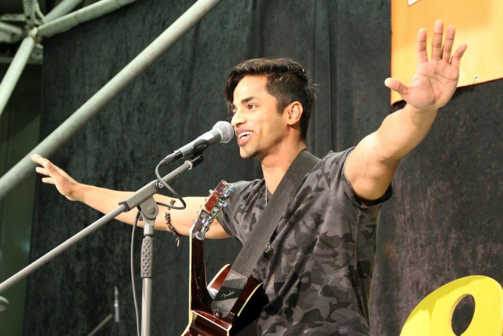 Campus Kunst Musiker mit Gitarre