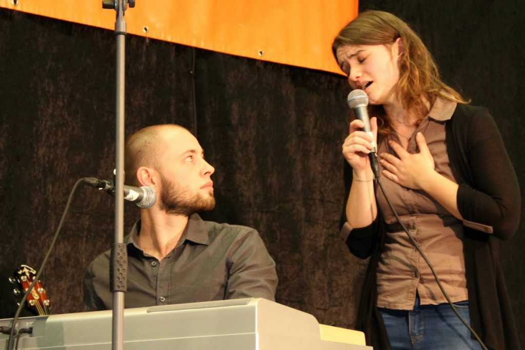 Campus Kunst Musiker Mann und Frau