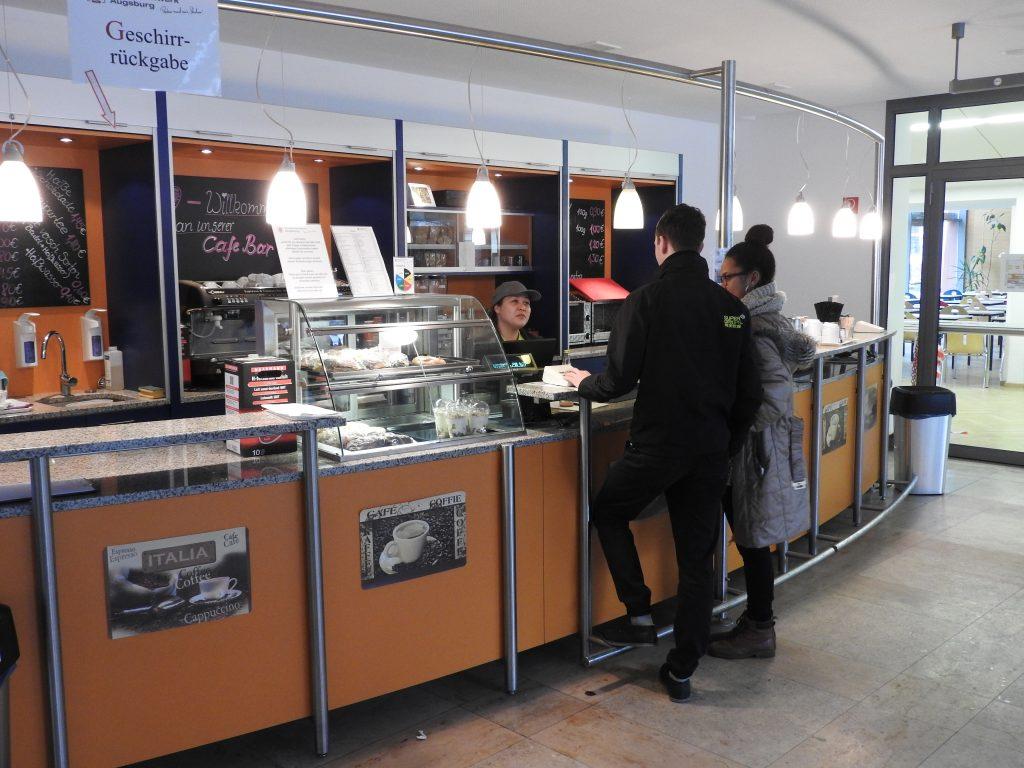 Cafebar am Campus Brunnenlech Gästebedienung